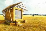 Пример за дървена къща със сламени стени